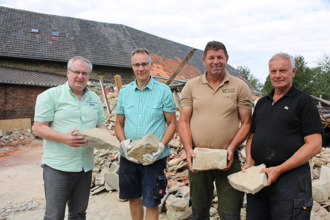 pb Aktion Grünsandstein vier männer (FILEminimizer)